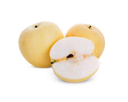 fruits de poire asiatique sur fond blanc