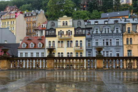 Several houses on the embankment of the Tepla River in Karlovy Vary, Czech Republic. View from the Mlynsk Colonnade. Фото со стока