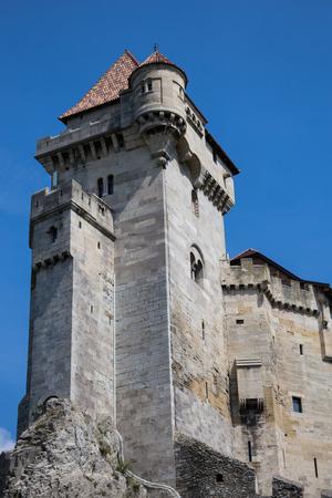 donjon: Ancient castle  Liechtenstein, donjon,  Vienna woods,  village  Maria Enzersdorf, Austria - against  bright blue sky