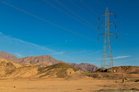 High-voltage transmission line in the Sinai mountains and the desert against the blue sky. Egypt landscape Stockfoto - 90107605