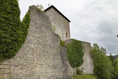 Ancient ruined Gallenstein Castle, stone citadel, tower behind the fortress wall . Municipality of Sankt Gallen,  Styria, Austria. Tourist landmark, travel destination Standard-Bild
