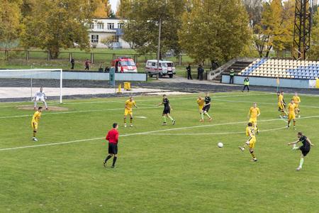 """voetbal 2e liga Oekraïne """"Energie"""" - """"Metalist"""" 05 nov, 2017, spelers in Europees voetbal in het spel, Oekraïne, regio Kherson, Nieuw Kakhovka, het stadion """"Energie"""""""