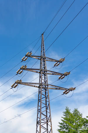 metal grid: structure for holding wires - ground wire overhead power lines at a predetermined distance from the ground and from each other.
