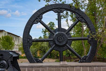 exposición: Antiguos mecanismos de fundición de hierro Demidov Ural Nizhny Tagil exposición museo