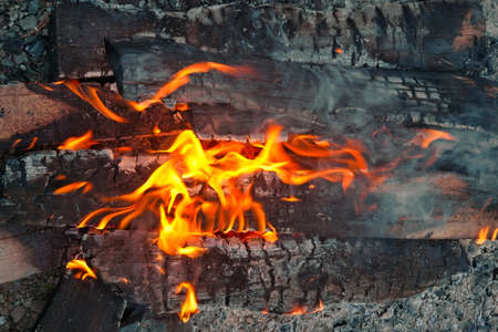 Burning firewood in the fireplace close up. Firewood burning on grill. Texture fire. Stockfoto