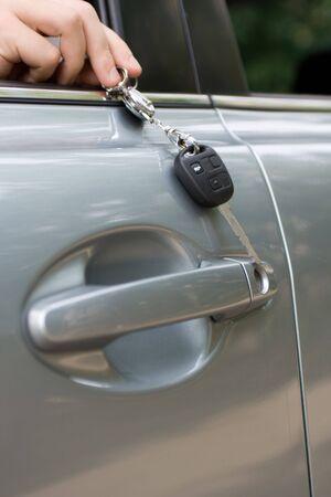 open autocar auto: Car keys on chain, in male hand