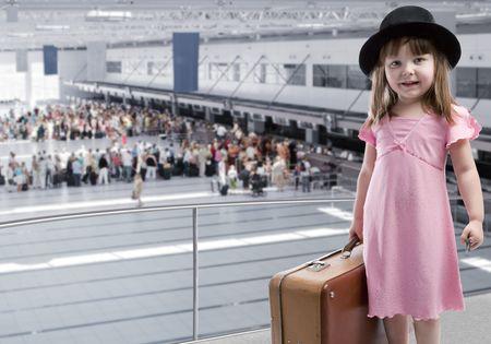 persona viajando: Chica en el aeropuerto Foto de archivo