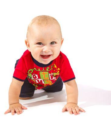 bebe gateando: Riendo a beb� rastreo, aislado Foto de archivo