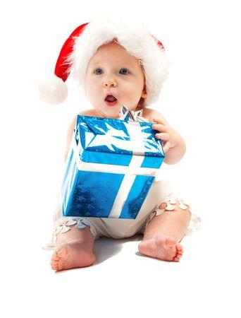 poco: Bebé en Santa sombrero rojo con bolas de Navidad Foto de archivo