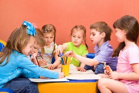 kinder: Actividad de arte y artesan�a en el jard�n de infantes