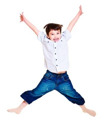 Un lindo niño emocionado saltando Foto de archivo