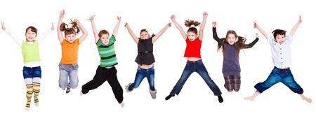 persona saltando: Colecci�n de activas ni�os junior saltando