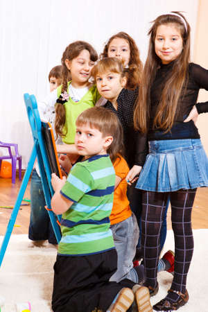Multitud de niños en la Junta Foto de archivo - 9191524