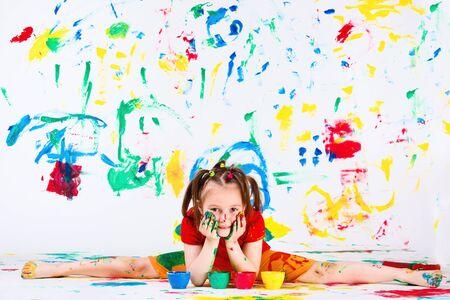 Lovely artistic preschool girl doing splits Stock Photo - 9589326