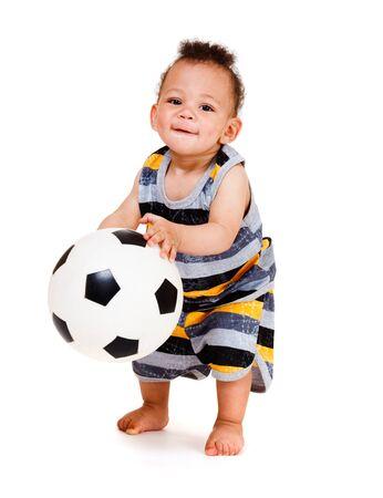 american african: Bambino afro-americana, tenendo il pallone da calcio  Archivio Fotografico