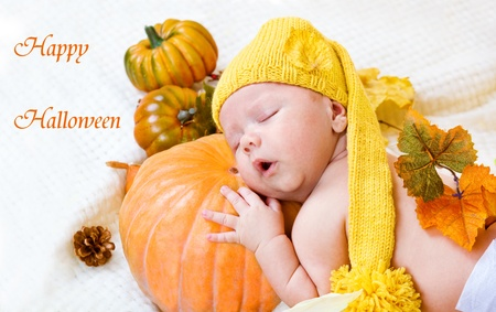baby corn: Happy halloween greeting card with baby sleeping on a pumpkin