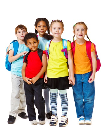 Groep van schoolgaande kinderen en voorschoolse Stockfoto