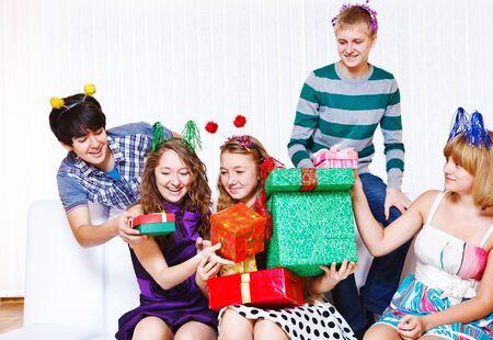 Teenage girls receiving holiday presents Standard-Bild