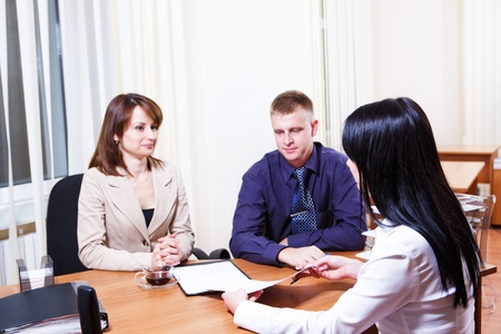 discuss: Customers discussing contract issues with their consultant  Stock Photo