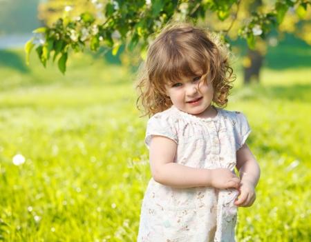 Portrait d'un enfant au printemps mignon Banque d'images
