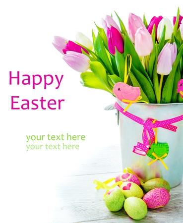 Joyeuses Pâques - fleurs et des oeufs colorés