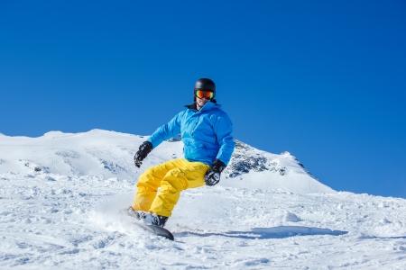 kitzsteinhorn: Active tourist on the snowboard