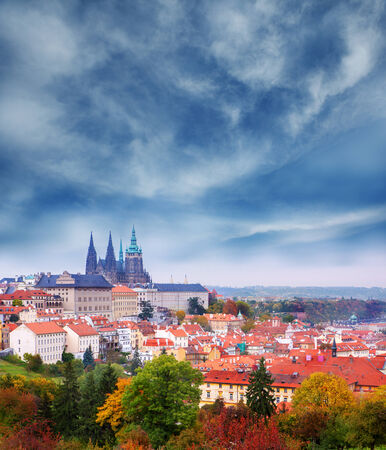 praha: View on famous  Prague Castle and St  Vitus Cathedral  Autumn in the capital of Czech Republic  Stormy weather