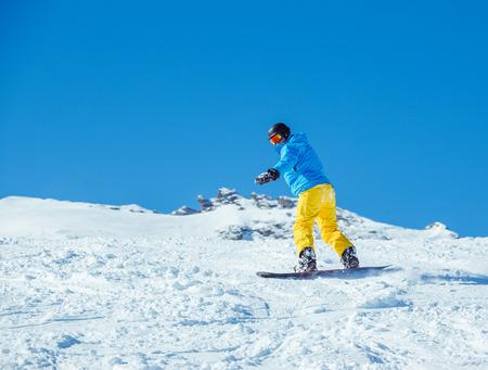 kitzsteinhorn: Snowboarder at the winter ski resort moving down the hill