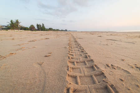 Motorcycle tire tracks on the beach Banque d'images