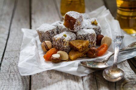 comida arabe: Traditional turkish sweet lukum served with tea, rustic wood background
