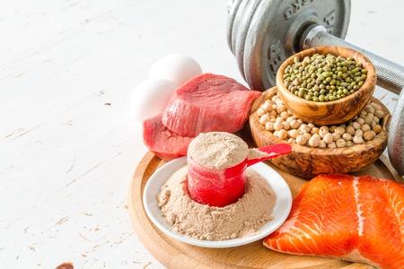 Die Auswahl der Proteinquellen, weißes Holz Hintergrund