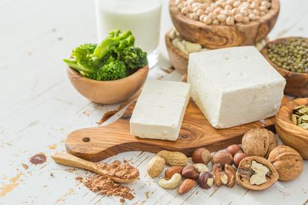 선택 나무 배경에 채식주의 단백질 소스, 복사 공간 스톡 콘텐츠