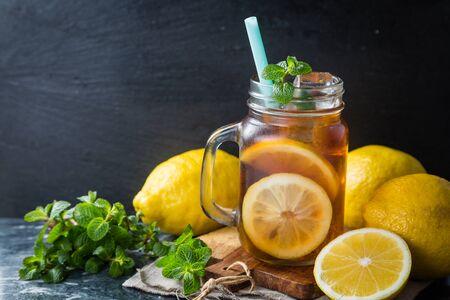 té helado: Iced tea in glass jars