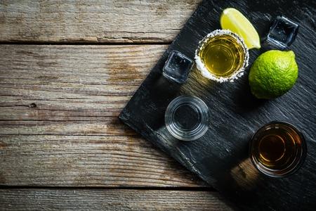 Auswahl von alkoholischen Getränken Standard-Bild - 70791073