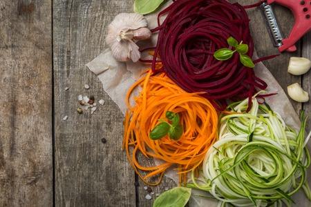 야채 국수 - 저탄 수화물 파스타 대안, 건강한 라이프 스타일 컨셉 스톡 콘텐츠