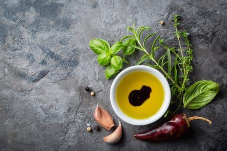 Selectionof kruiden en specerijen op stenen achtergrond Stockfoto