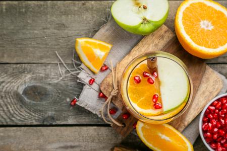오렌지, 석류 나무와 함께 mulled 와인