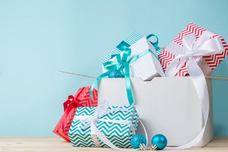 시간에 크리스마스 배달 개념 스톡 콘텐츠