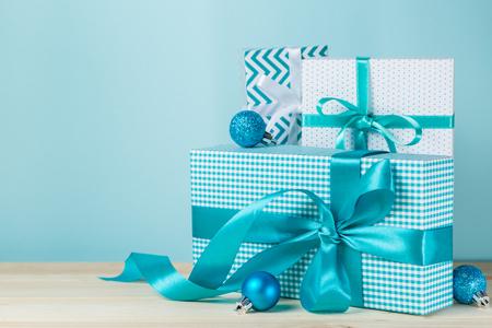 Kerstcadeautjes in decoratieve dozen