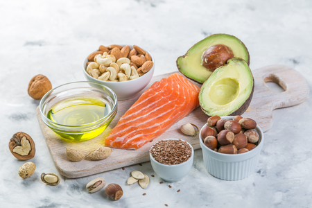 良い脂肪源の選択 - 健康的な食事の概念。ケト原性ダイエットコンセプト