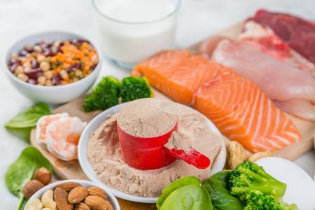 Selección de fuentes de proteínas vegetarianas y de origen animal. Foto de archivo - 97564384
