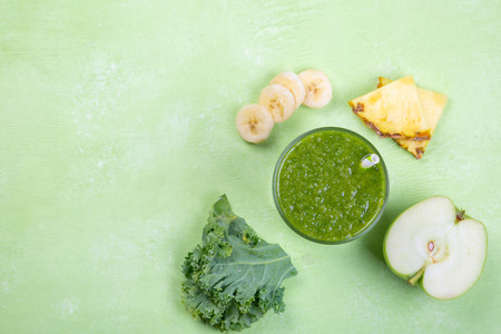 Creative layout of fresh green smoothie Stockfoto