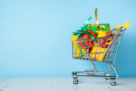 Cyber Monday concept - trolley cart with Christmas presents Foto de archivo - 111344888