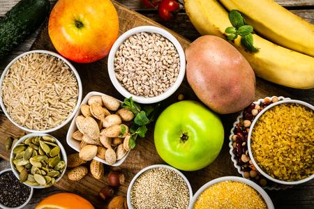 Selectie van goede koolhydratenbronnen. Gezond veganistisch dieet
