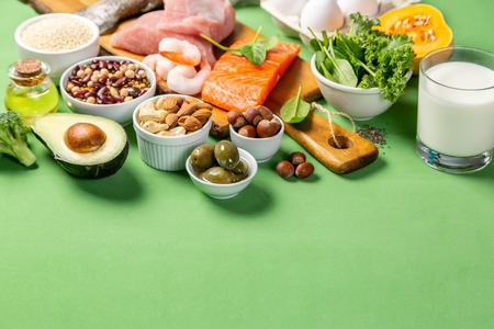 地中海ダイエットコンセプト - 肉、魚、果物、野菜 写真素材