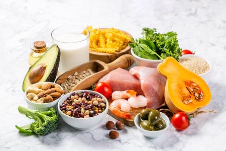 Concept de régime méditerranéen - viande, poisson, fruits et légumes