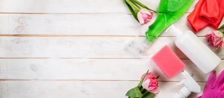 Frühjahrsputzkonzept - Reinigungsprodukte, Handschuhe Schwämme