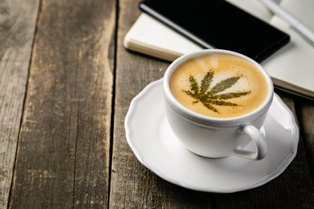 Cannabis coffee - marijuana leaf on coffee foam 版權商用圖片