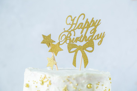 Golden birthday concept - cake, presents, decorations Imagens