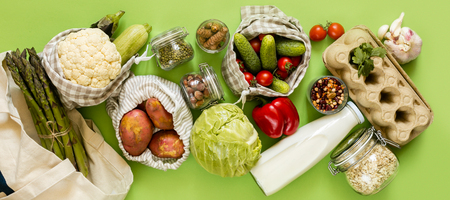 Zero waste shopping concept - groceries in textile bags and glass jars Фото со стока - 123097115